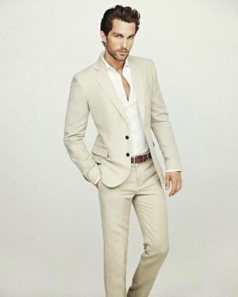 6632fc915 Si el ámbito lo permite y podemos vestir pantalones más informales de  gabardina o denim