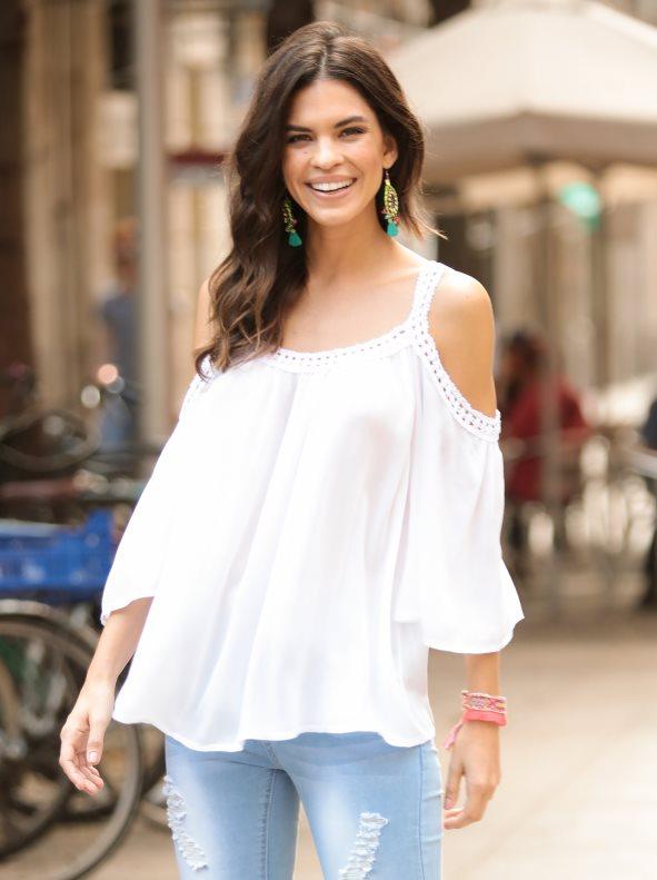 blusa-con-hombros-al-descubierto-con-guipur-a-tono-blanco