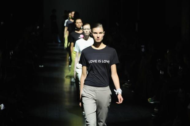las_tshirts_con_mensajes_de_prabal_gurung_fw17_134228190_1024x683