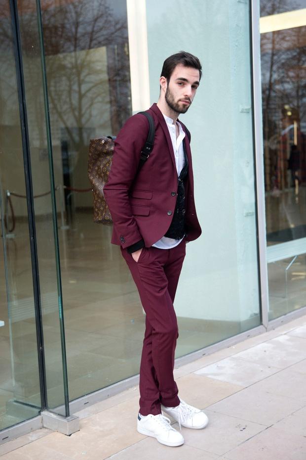 como_llevar_trajes_y_pantalones_de_vestir_con_tenis_303116712_1200x1800